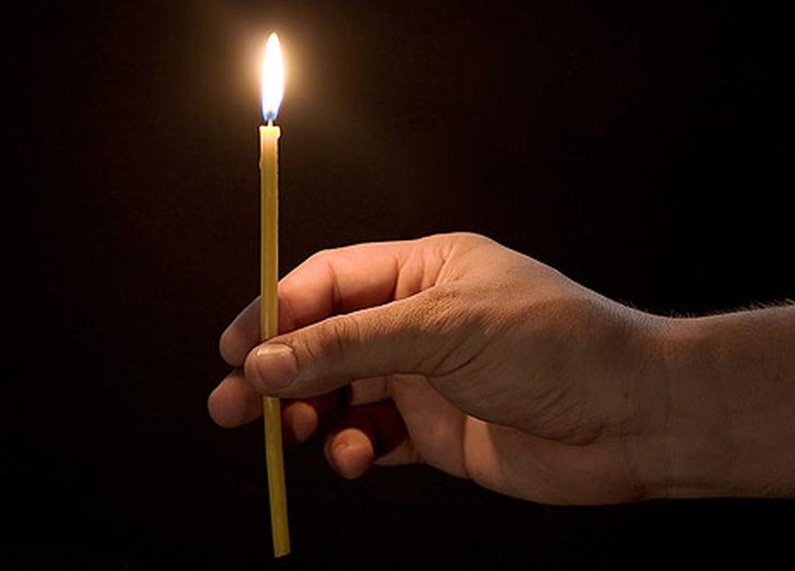 Как очистить квартиру или дом с помощью церковной свечи