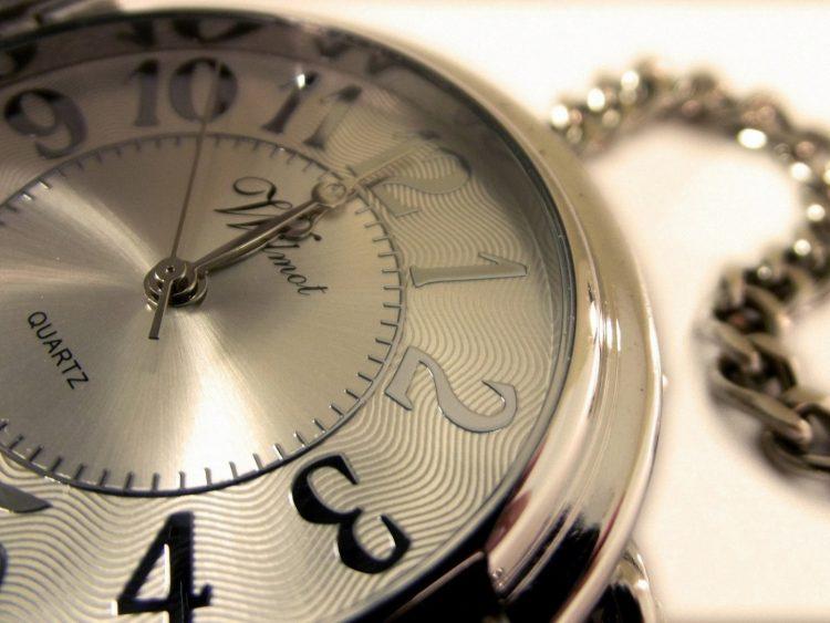 Часы на брелке
