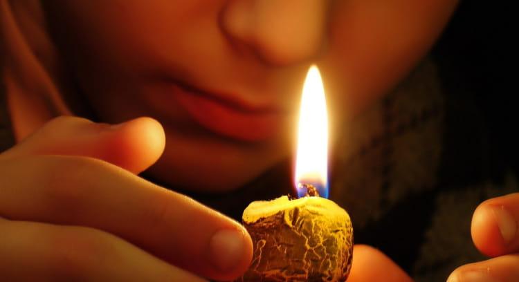 Чистка квартиры свечой