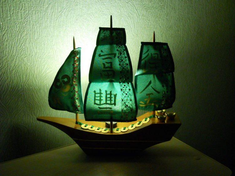 Корабль на столе