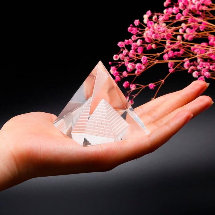 Пирамида из кристалла