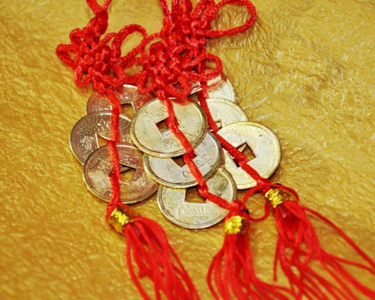 Связанные монеты