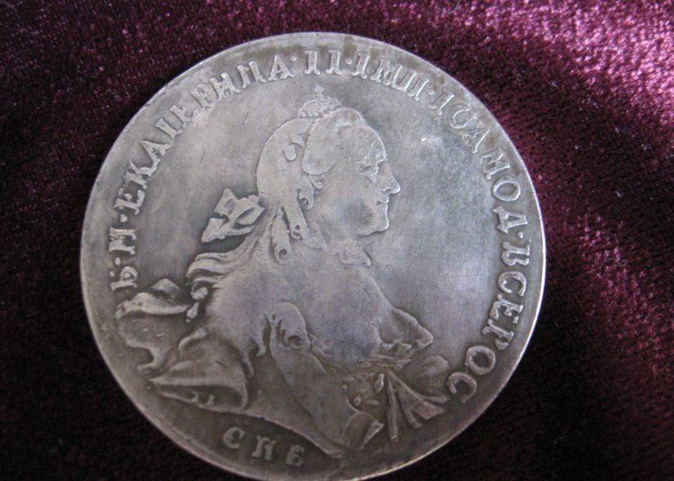 """Монета 1762 года - малый портрет """"С шарфом на шее"""""""