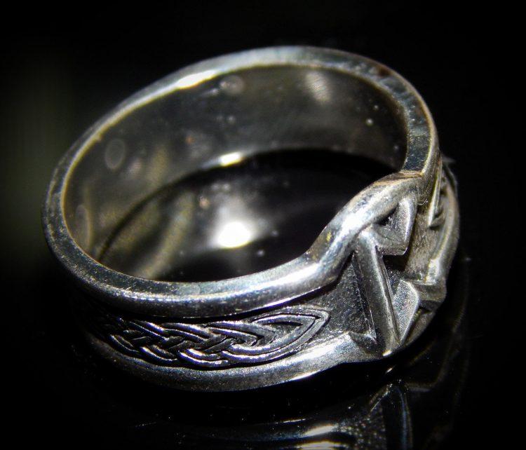 Кольцо с руной Перт